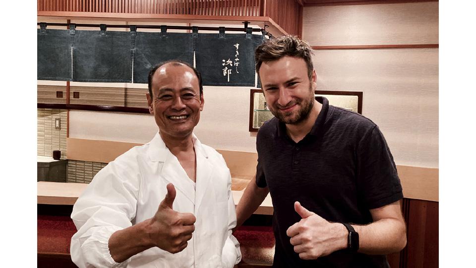 Yoshikazu Ono com David, no restaurante da família Ono, em Tóquio (2010)