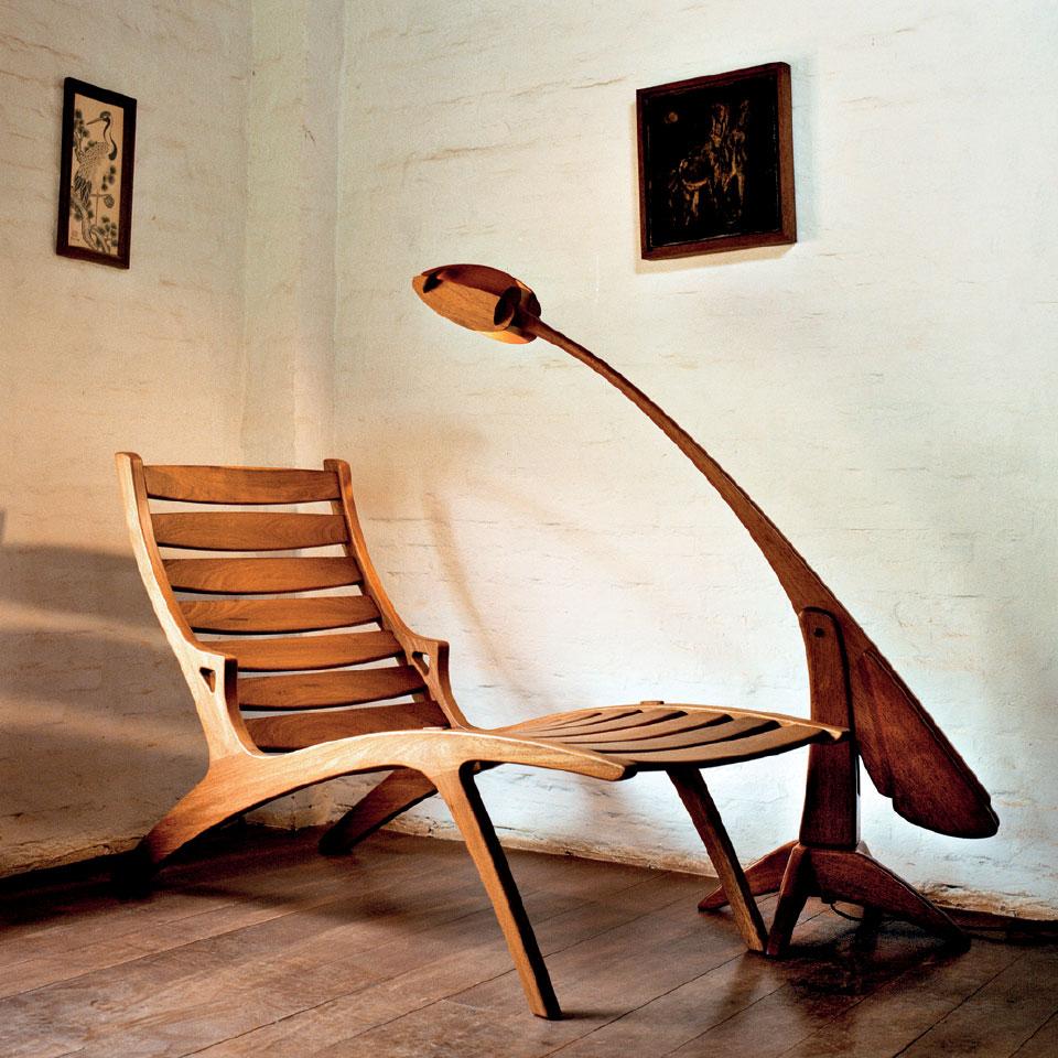 Chaise Long e luminária criadas por Morito Ebine