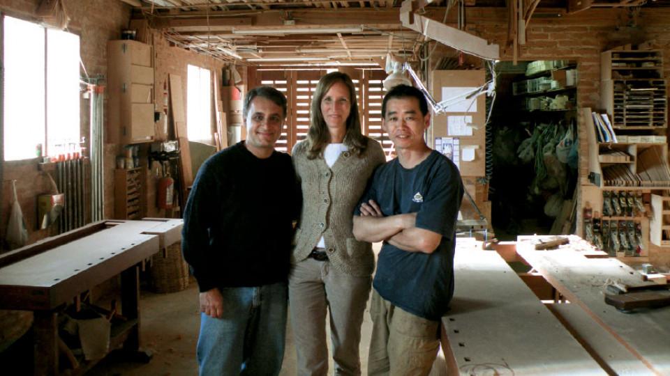 Com Julia Krantz e Fernando Mendes de Almeida, designers e marceneiros