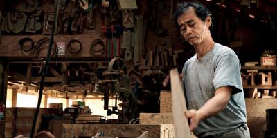 Morito Ebine, o mestre da madeira