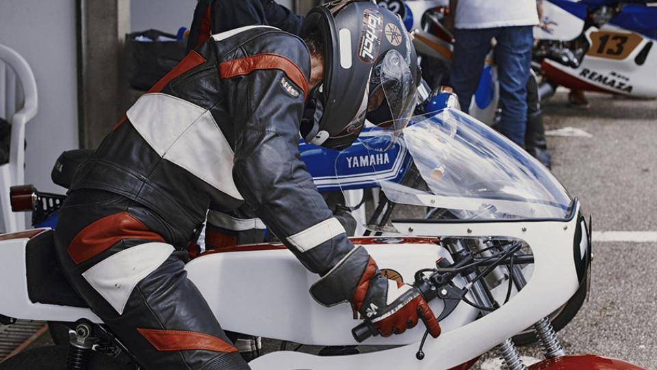Cláudio Schnabel e a moto que montou especialmente para o evento