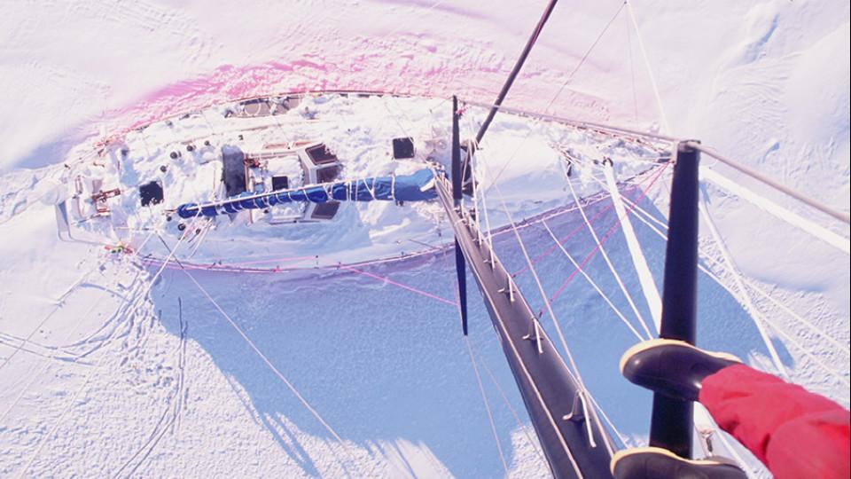 Entre o gelo, na Baía de Dorian, durante a invernagem na Antártica (1991)
