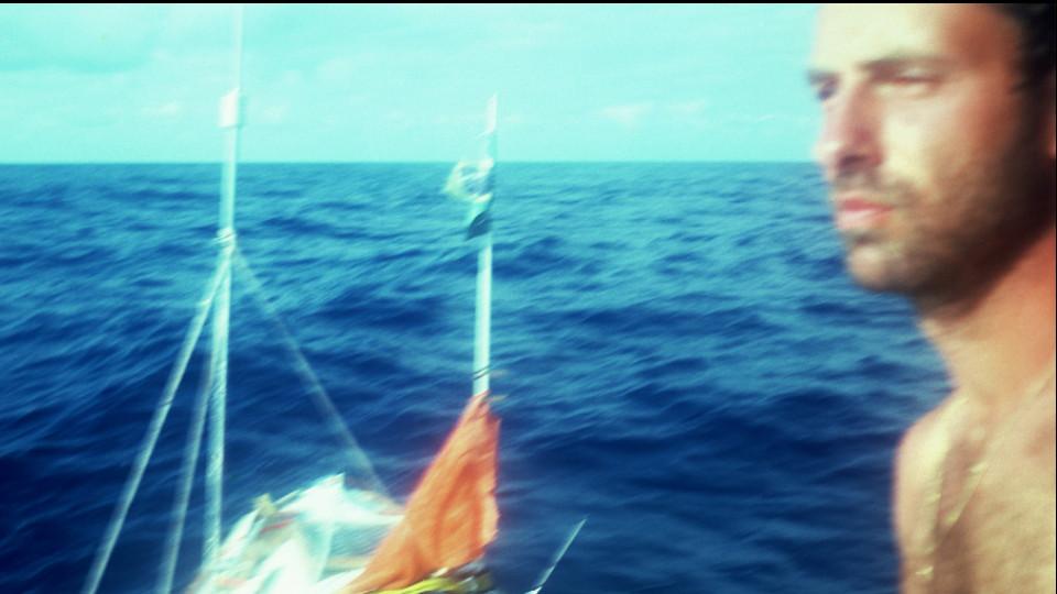 Selfie em alto-mar, durante a travessia a remo pelo Atlântico Sul (1984)