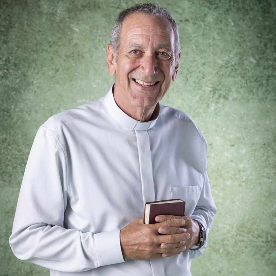 """Guti Fraga como o Padre Paulo, seu personagem na novela """"Bom Sucesso"""", de Rosane Svartman e Paulo Halm, que foi exibida até janeiro na Globo"""