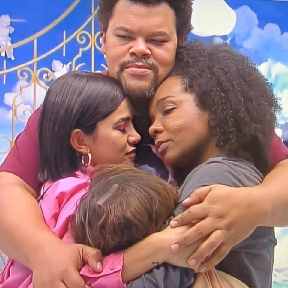Babu, Manu, Thelma e Rafa se abraçam na última semana de programa. Zé Luiz gostaria que não tivesse eliminação e os quatro tivessem chegado à final, mas Babu já ficou pelo caminho
