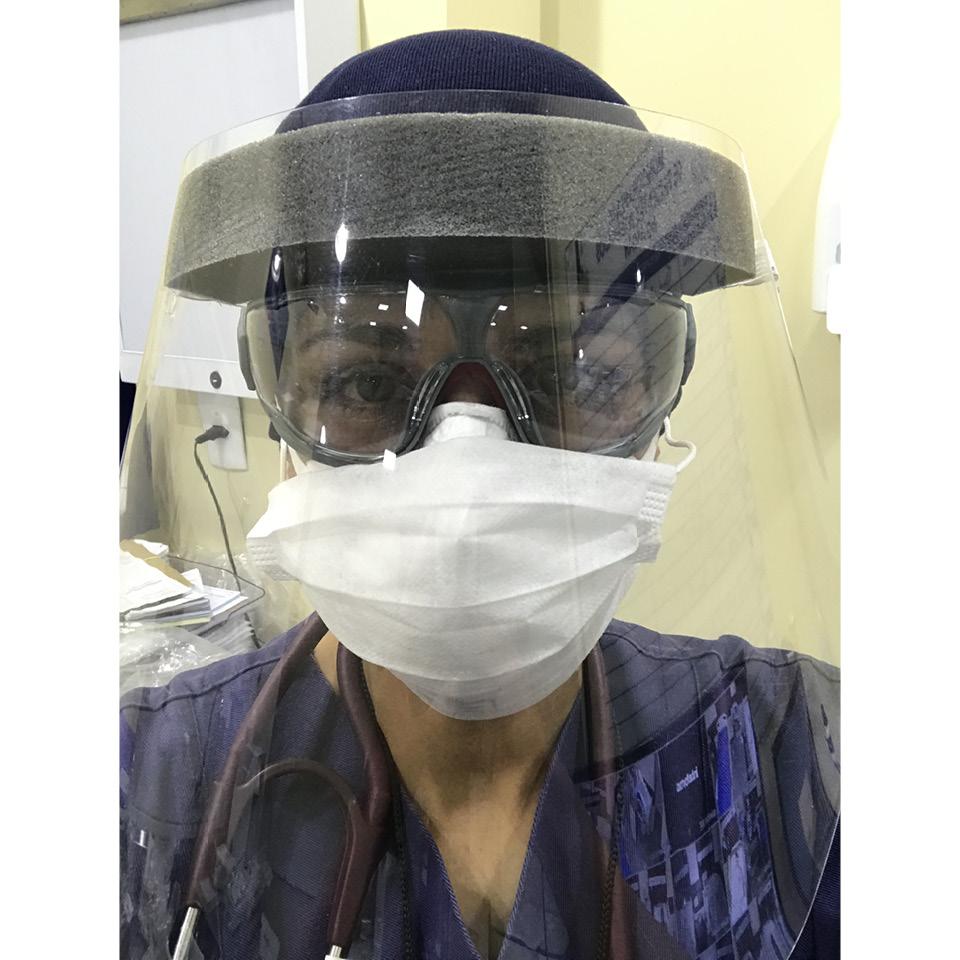 Especializada em UTI e emergência, a médica Gabriela Costa trabalha na linha de frente do combate à Covid-19