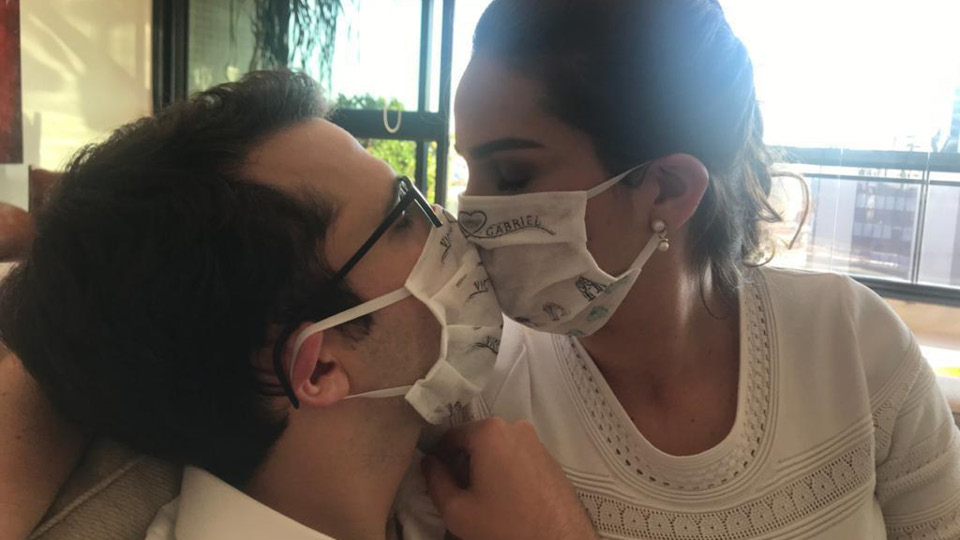 Vicky Kacelnik e Gabriel Hidal se casaram durante a pandemia