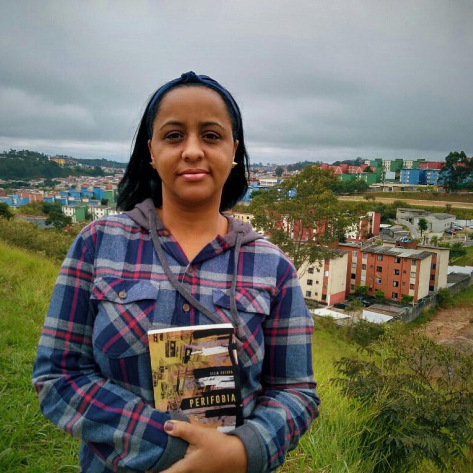 A escritora Lilia Guerra transforma sua realidade em literatura, uma ferramenta de alcance e de mudança