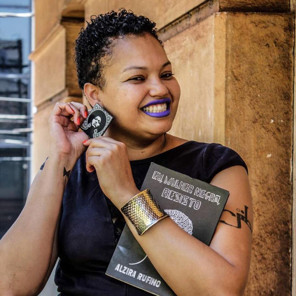 Elizandra Souza criou a editora Mjiba e luta para que mulheres negras possam mostrar seus trabalhos
