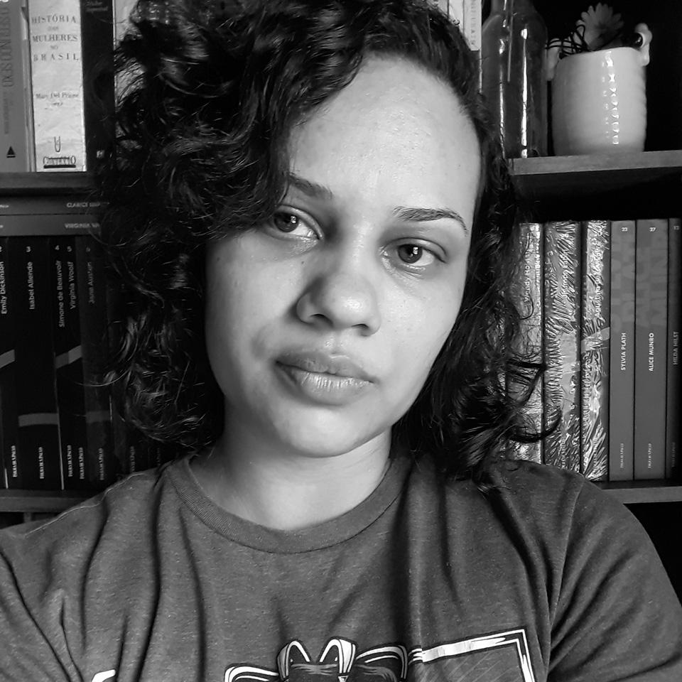 Mika Andrade publica poemas no Instagram, em seu blog e em portais de literatura, zines e antologias