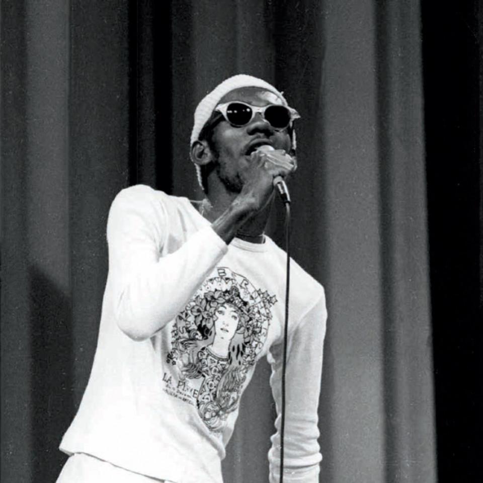 """Em 1975 Melodia participa do festival Abertura com a canção """"Meu nome é ébano""""."""