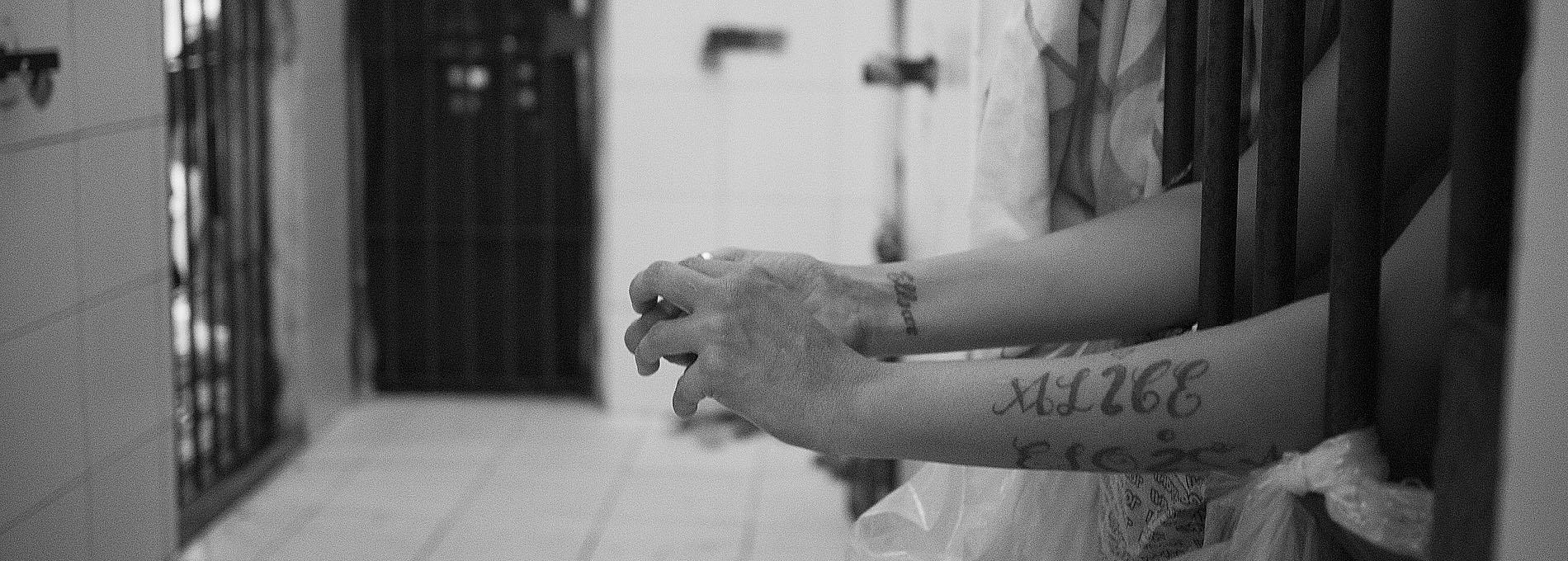 Voluntárias em prisões femininas refletem sobre o cárcere