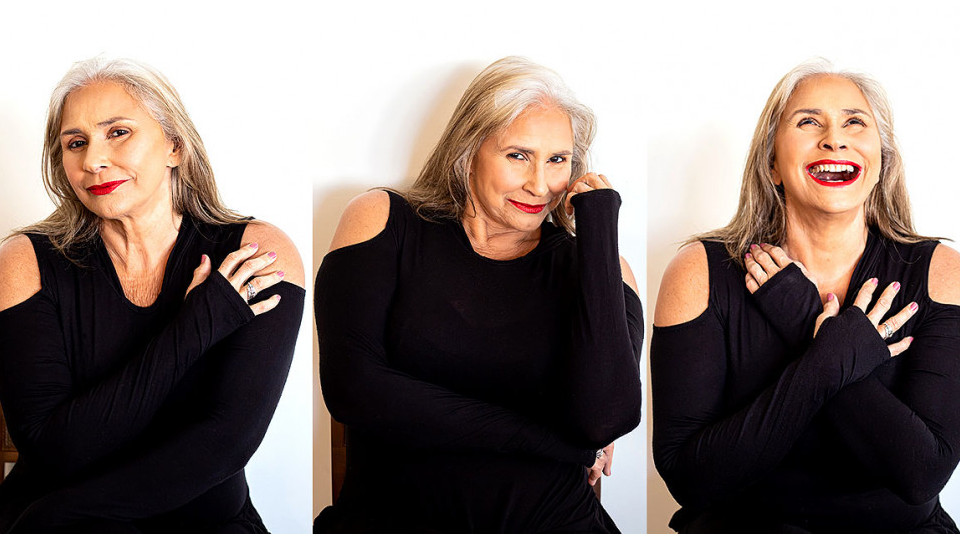 A cantora Fafá de Belém: cabelos brancos assumidos, sim, com muito orgulho, durante a pandemia