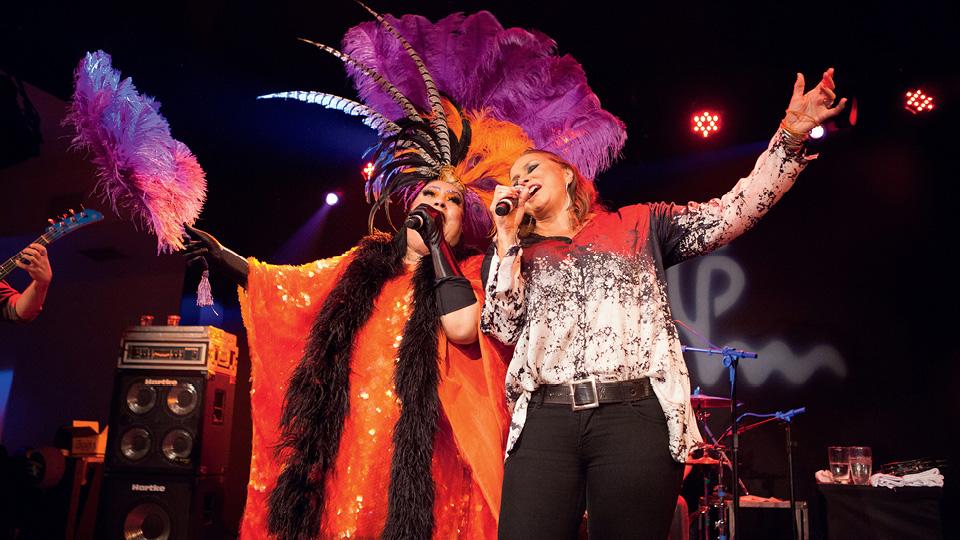 A cantora Maria Alcina e Fafá de Belém durante apresentação na Casa Tpm no Nacional Club, em São Paulo, em 2016