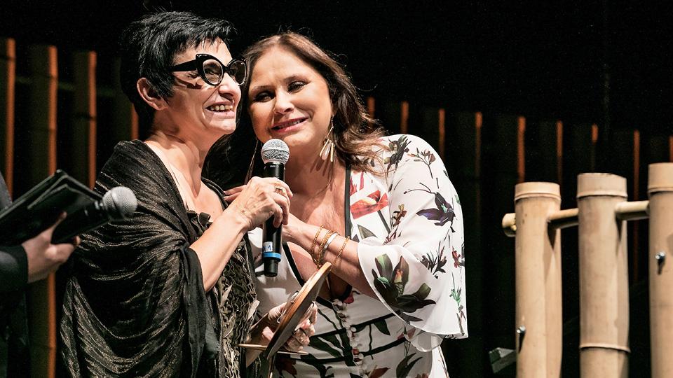 A artista plástica Berna Reale e a cantora Fafá de Belém na festa da premiação do Trip Transformadores 2016