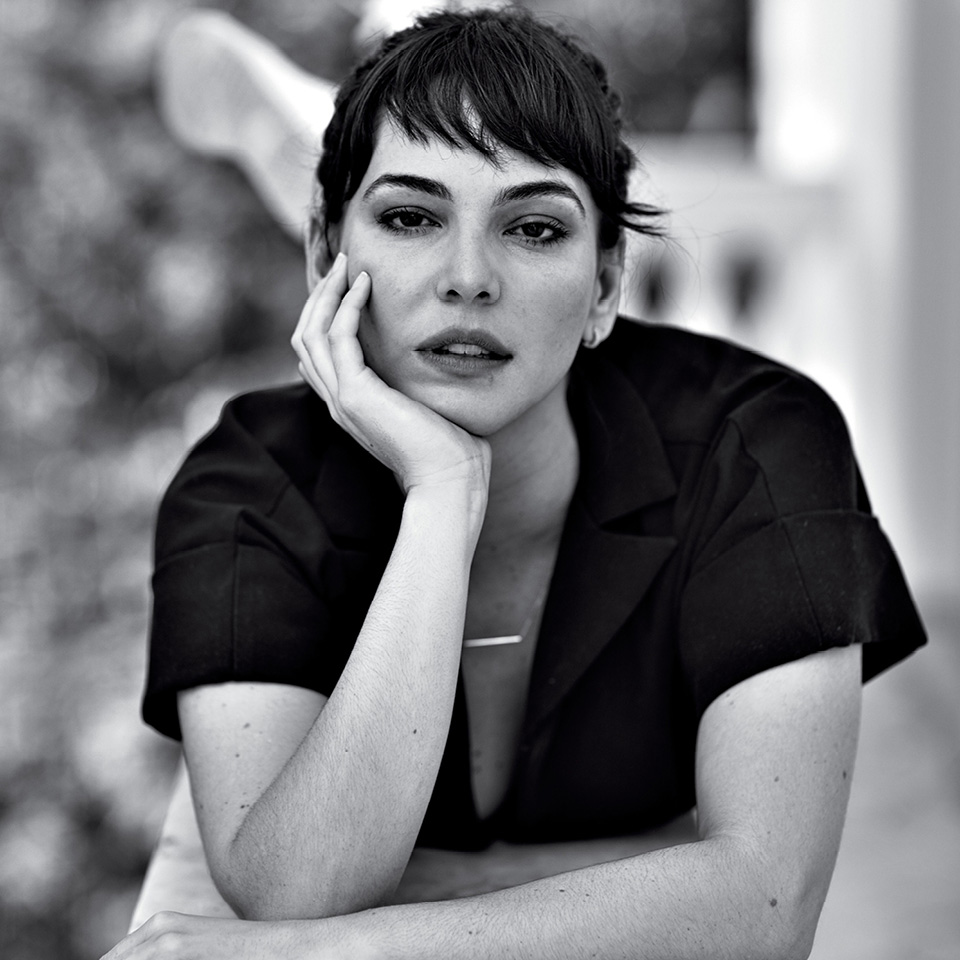 """Tainá Müller, atriz, no debate """"O futuro dos relacionamentos"""". Imagem ilustra o que rolou na Casa Tpm 2018."""