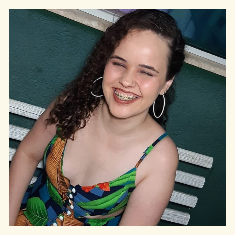 """Mayra Ribeiro de Oliveira, assistente social, militante do coletivo feminista Juntas e mulher com deficiência visual: """"Não conseguimos passar pela vida sem experimentar ao menos uma situação capacitista"""""""
