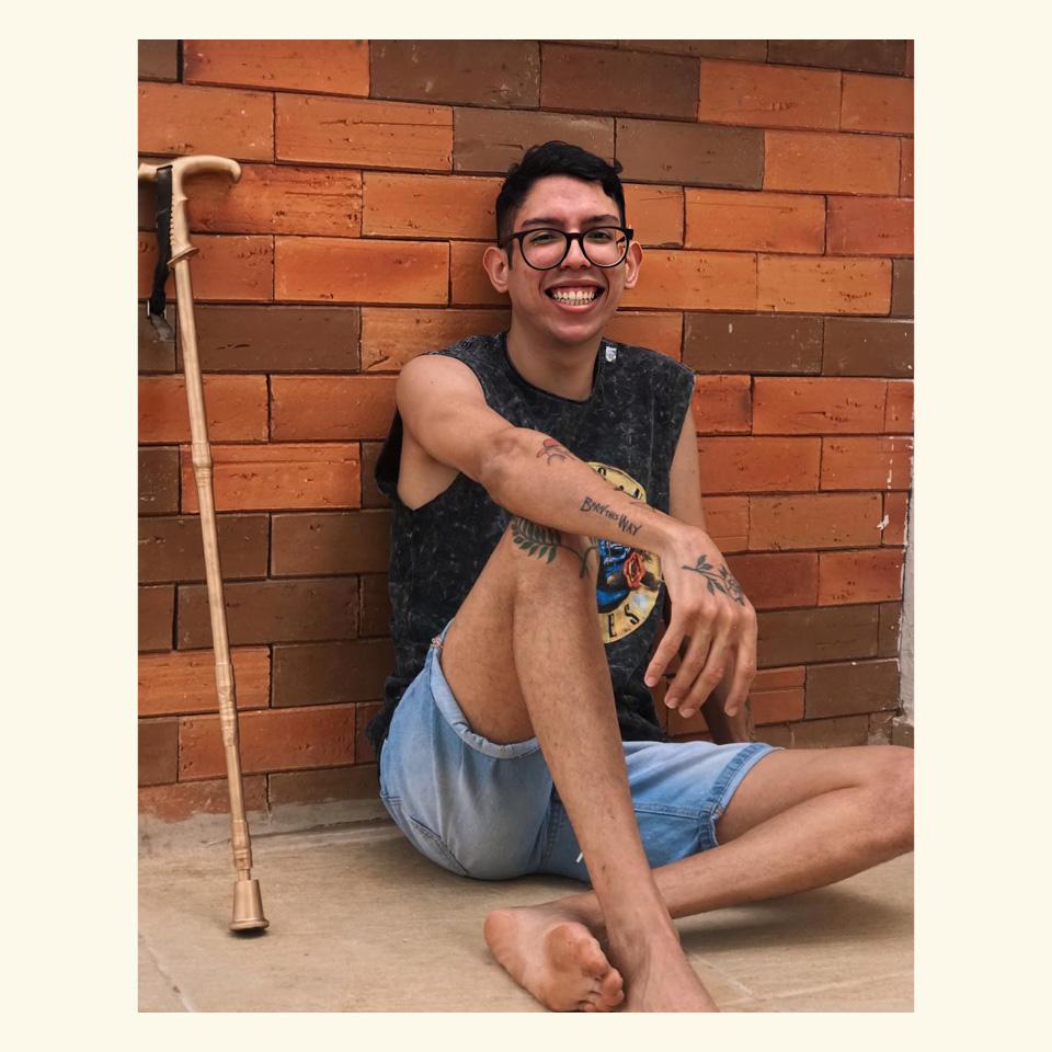 Ivan Baron, estudante de psicologia, possui paralisia cerebral e enfrenta o capacitismo institucional no mercado de trabalho
