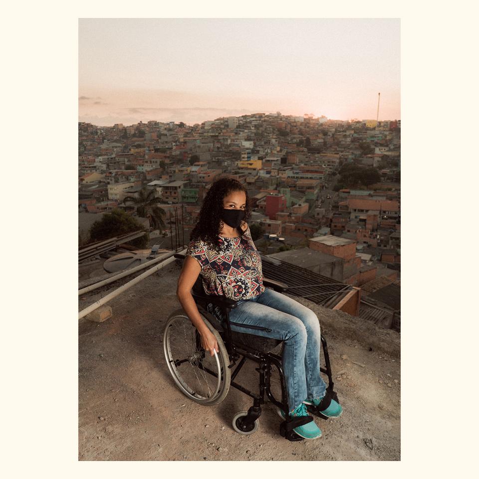 No Morro do Índio, em São Paulo, a falta de acessibilidade já obrigava Renata Viana da Silva a ficar em casa
