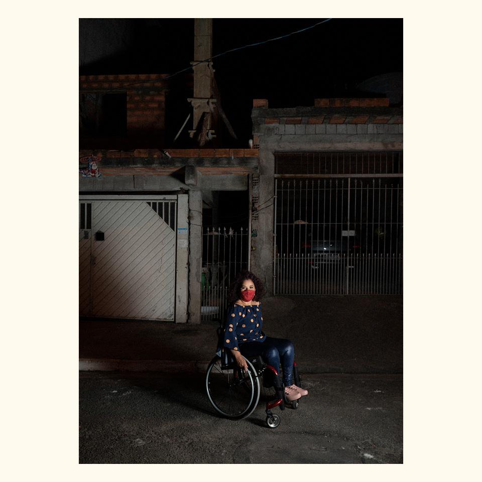 """Ana Maria Norberto no bairro da Chácara Santa Maria, em São Paulo: """"A pandemia para nós, pessoas com deficiência, que já vivíamos em isolamento, dificultou ainda mais as nossas vidas"""""""