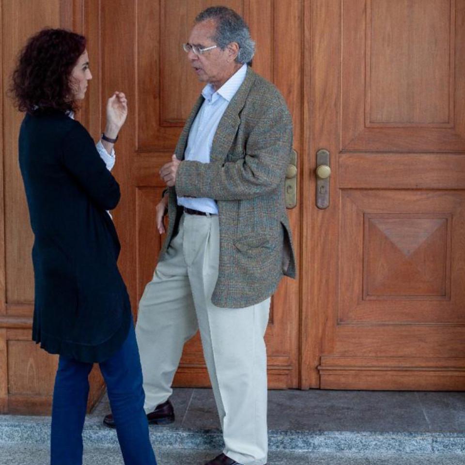 Malu em conversa com Paulo Guedes, um de seus perfilados na revista piauí