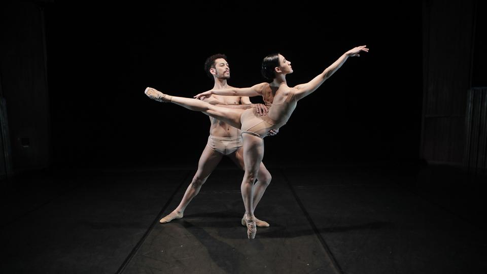 Luan Barcelos e Poliana Souza na obra Instante, da São Paulo Companhia de Dança