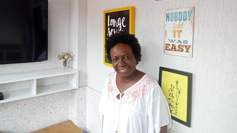 A jornalista Angélica Basthi, autora do livro Pelé: uma estrela negra em campos verdes (ed. Garamond)