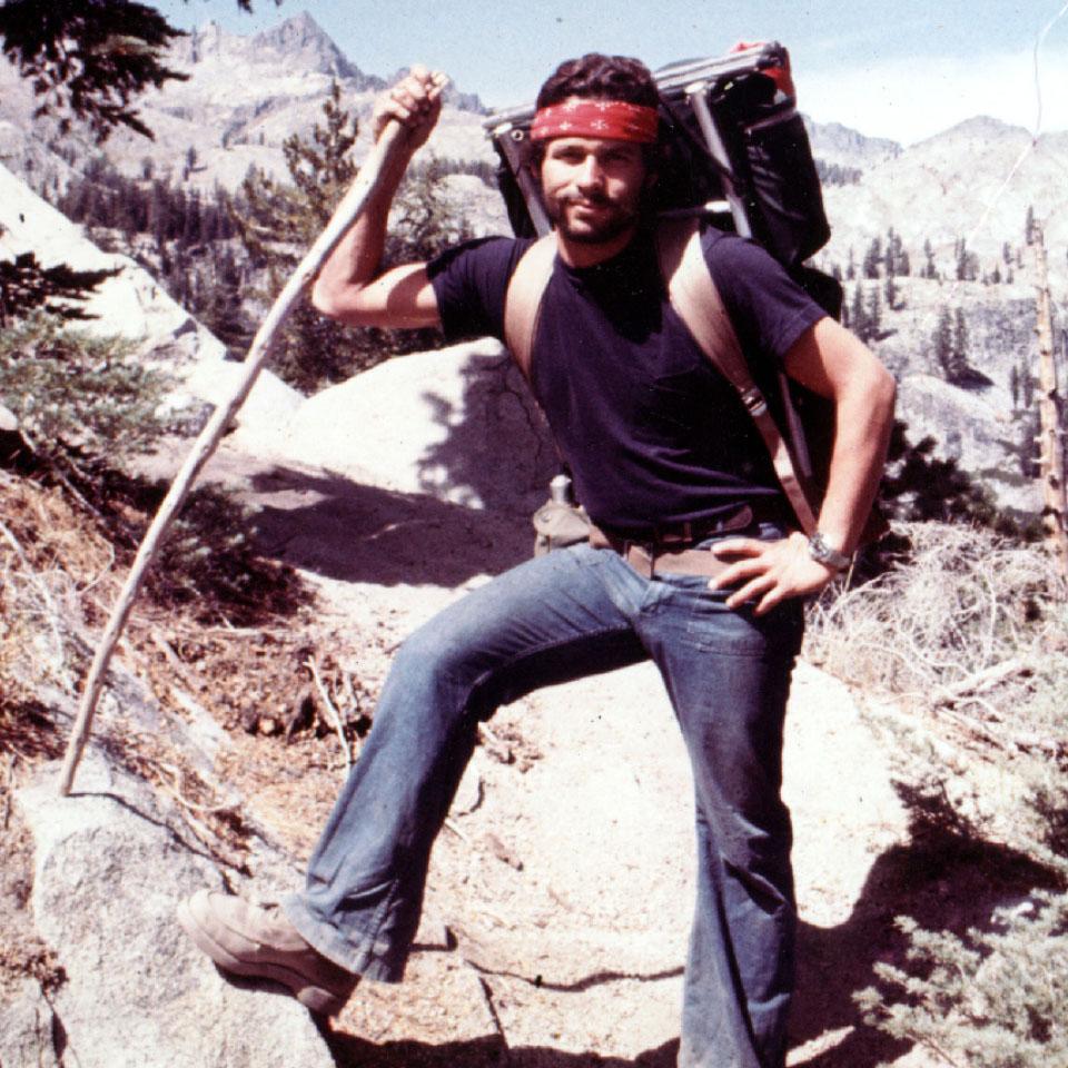 Em 1970, Tito Rosemberg posa em Serra Nevada, cordilheira da Califórnia, nos Estados Unidos