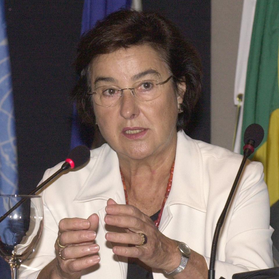 """Em 2004, Ruth Cardoso, mulher de FHC, declarou em entrevista: """"Assim como não existe modelo para presidente, não pode existir modelo para primeira-dama"""""""