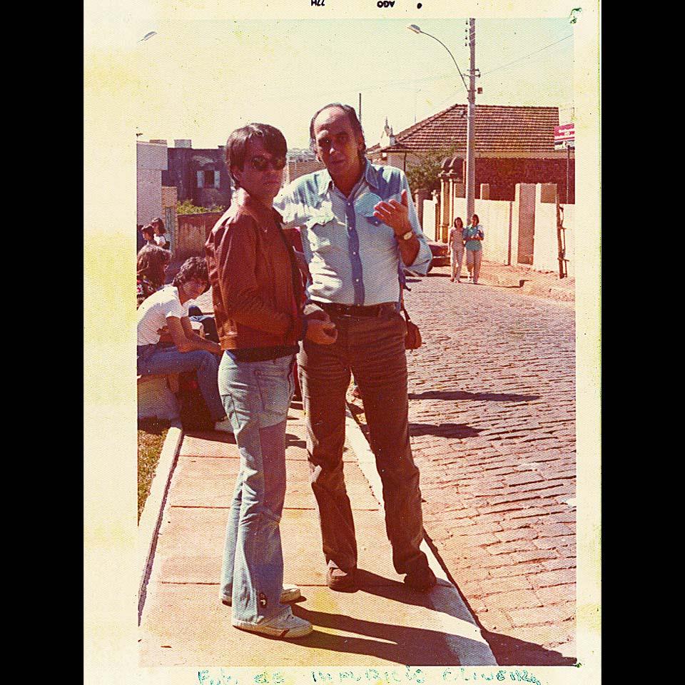 Nelson Motta, jornalista, compositor e escritor, na juventude com seu professor Zuenir Ventura