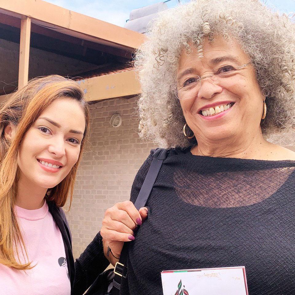 Sabrina Fernandes ao lado da filósofa norte-americana Angela Davis