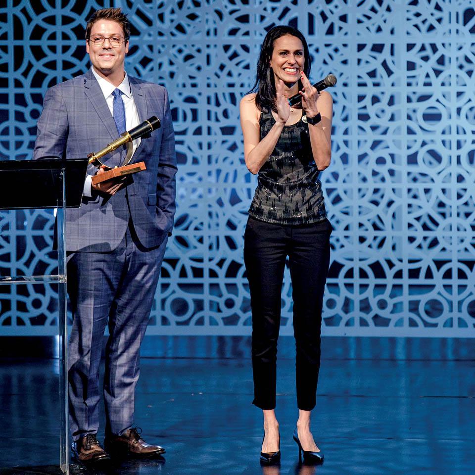 Fabio Porchat no prêmio Trip Transformadores 2019, com a homenageada Simone Mozzilli