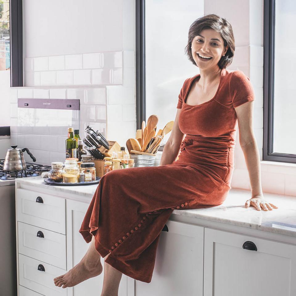 """Lena Mattar: """"A pandemia trouxe pra perto muitas novas pessoas interessadas em cozinhar. Eu já tinha dobrado meu público em um ano, mas com a pandemia eu vi ele dobrar de novo em alguns meses."""""""