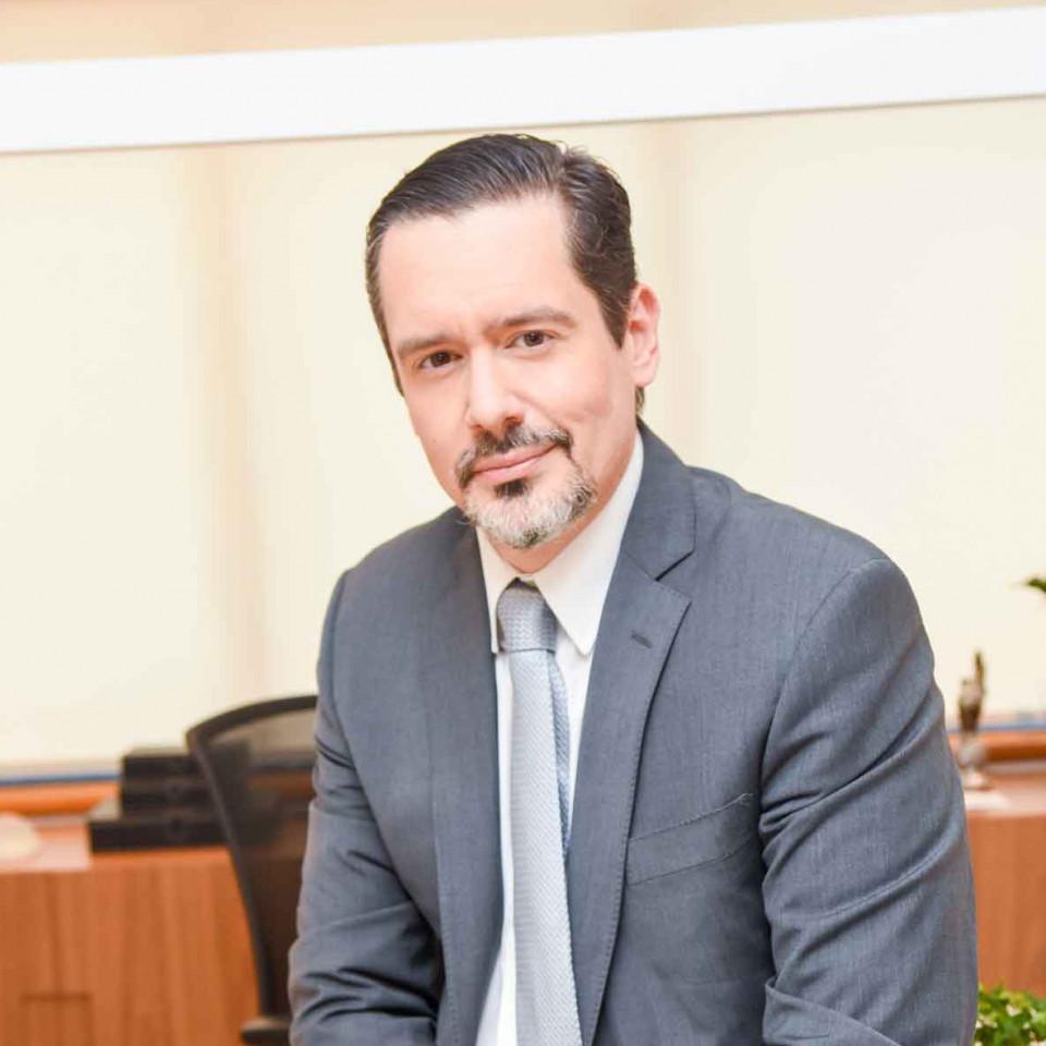 André Cervantes, cirurgião plástico