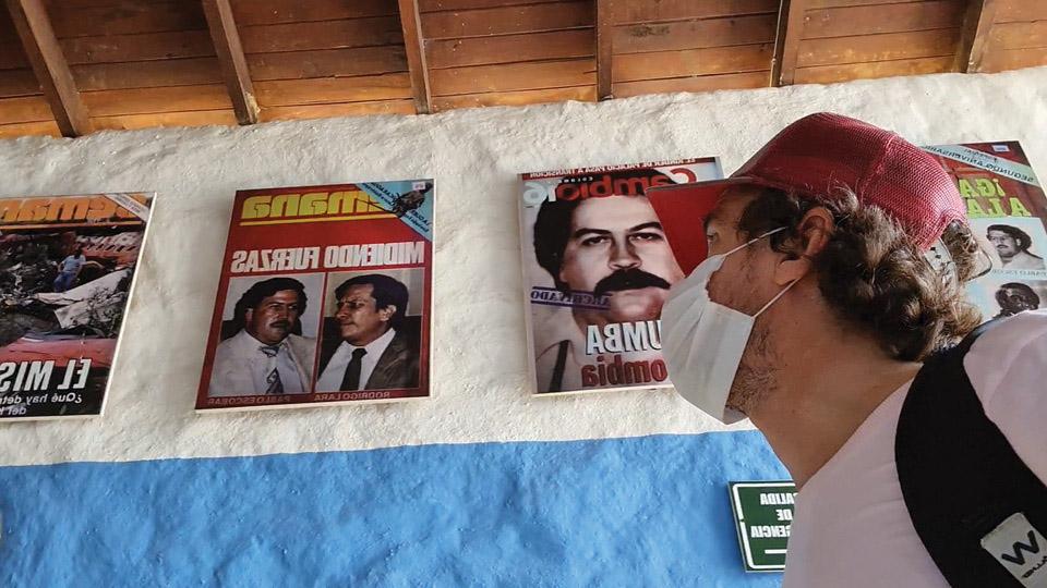 Capas de jornais e revistas do mundo todo onde Pablo Escobar e sua organização criminosa foram destaque nos anos 80 e 90