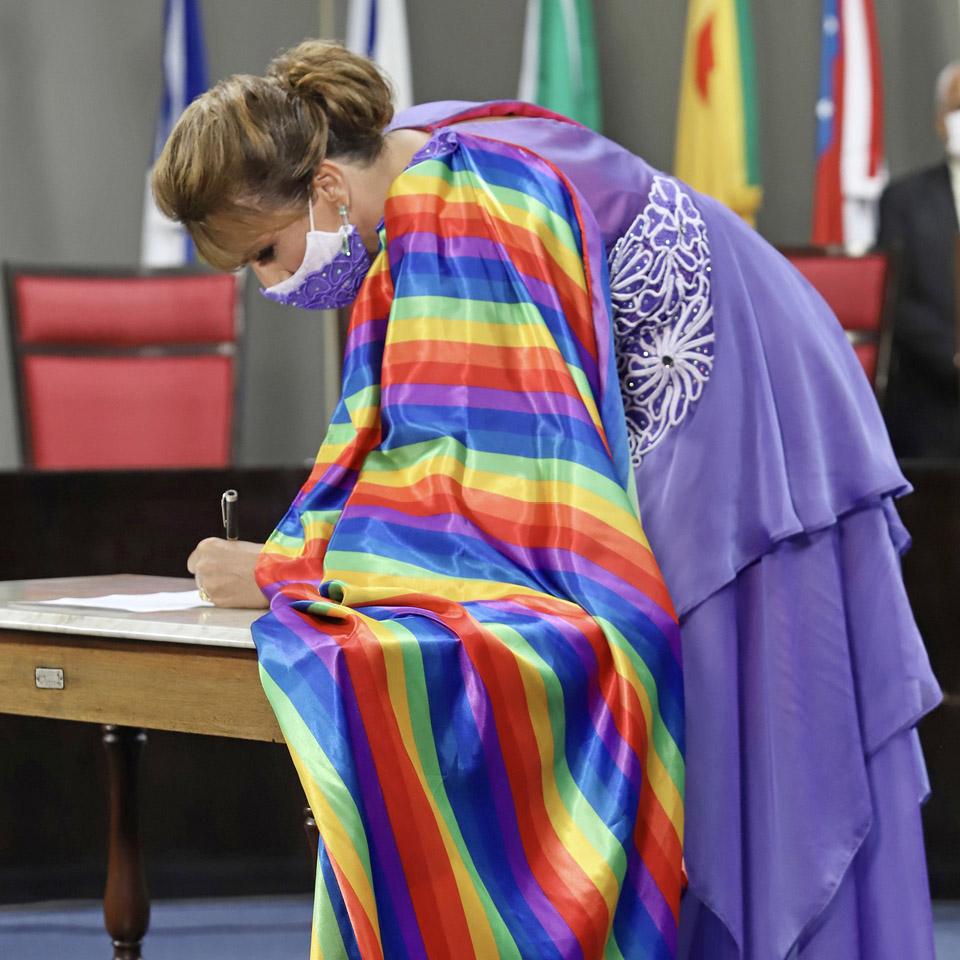 """""""Não basta ser trans. Para incomodar a gente tem que estar empoderada, tem que ter consciência do seu papel transformador"""", diz a vereadora Linda Brasil"""