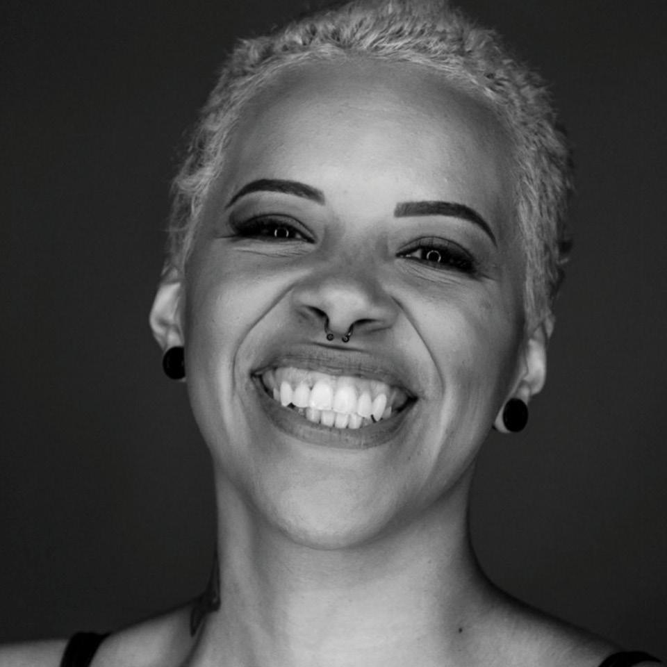 """Em 2020 lançou o livro """"Minha vida passada a limpo: Eu não terminei como faxineira, eu comecei"""", no qual reúne histórias e conselhos sobre sua vida de faxineira"""