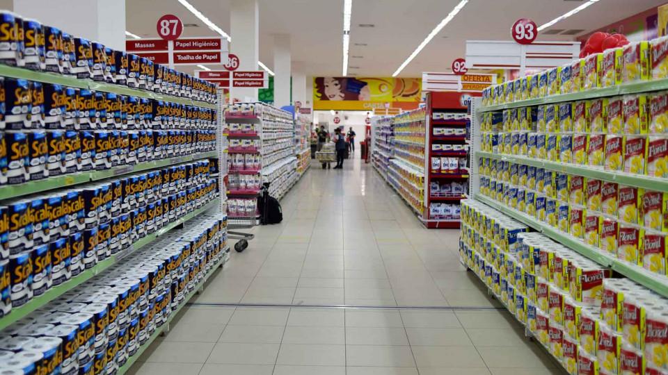 Produtos em papel no supermercado