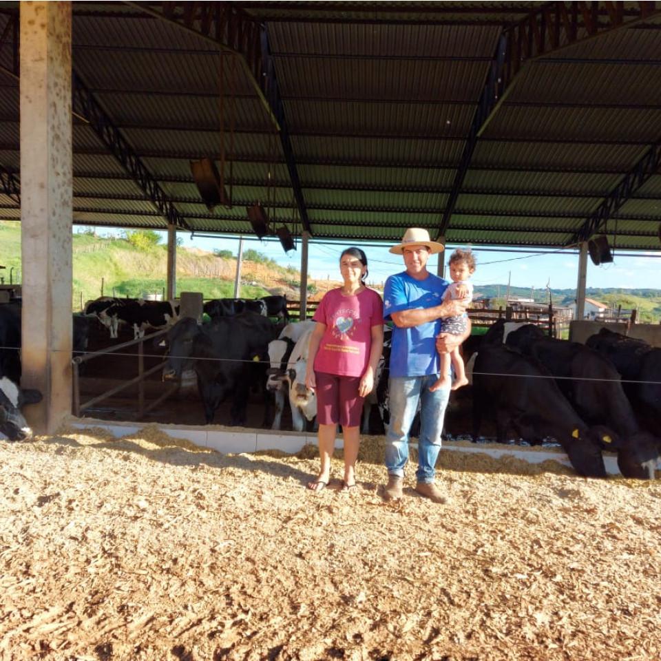 Edson Wander Alves, 52, possui uma fazenda leiteira com cerca de 70 animais produtores.
