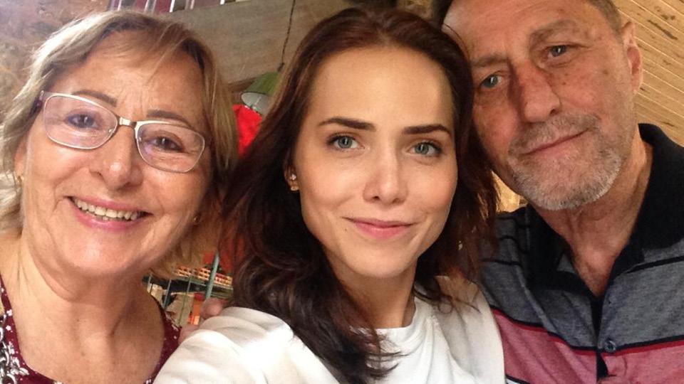Mãe e pai de Leticia Colin