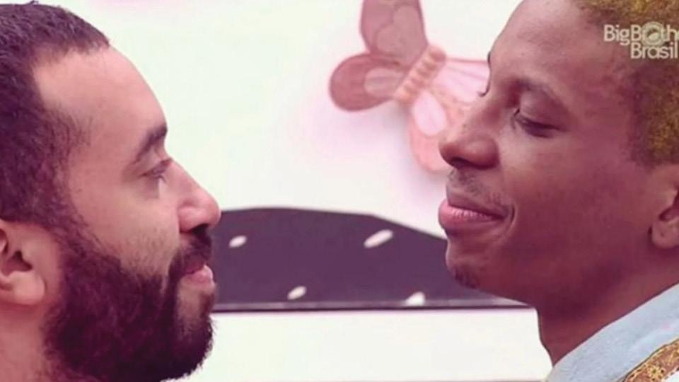 Gil do Vigor e Lucas Penteado, com quem protagonizou o primeiro beijo entre dois homens na história do Big Brother Brasil