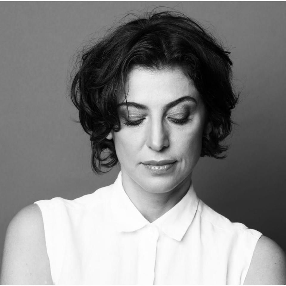 """Como muitas mulheres, a escritora Giovana Madalosso cresceu numa família em que prazer feminino nunca foi assunto e o sexo existia só depois do casamento: """"Estou pronta para falar com a minha filha sem meias-palavras"""""""