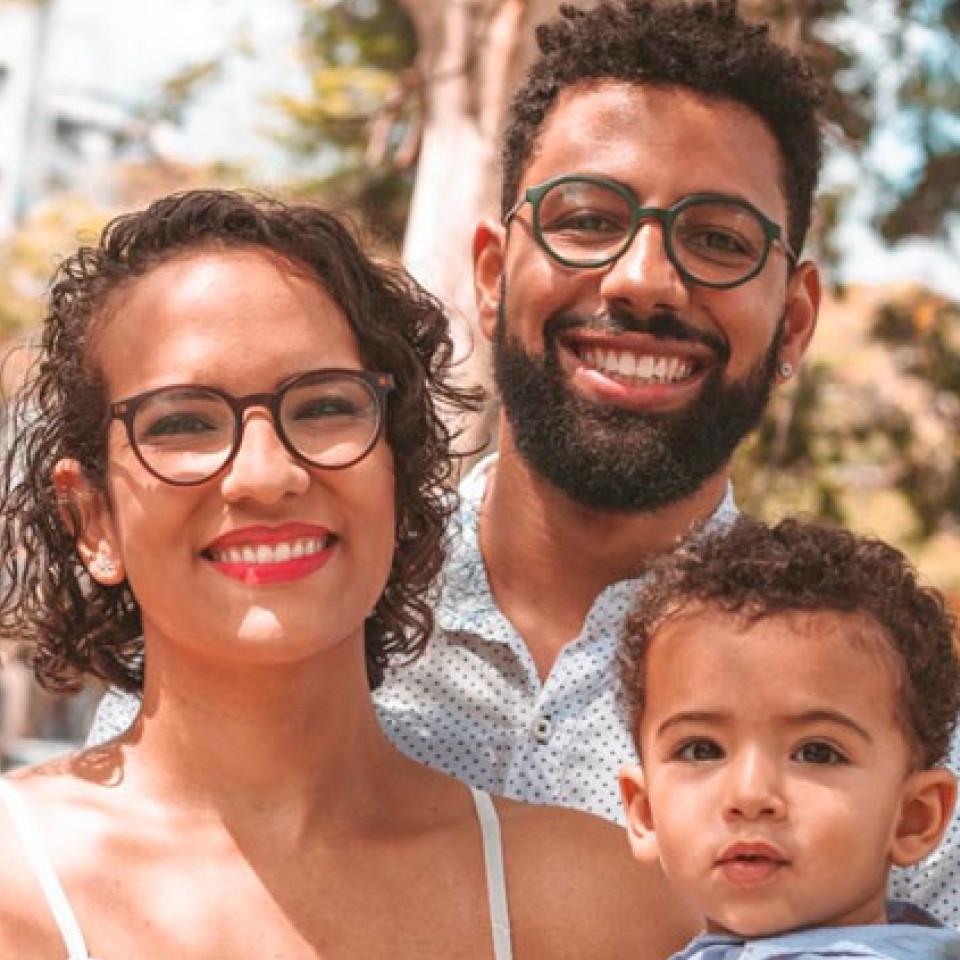 Leandro Ferreira com o filho Benjamin e a esposa Christine